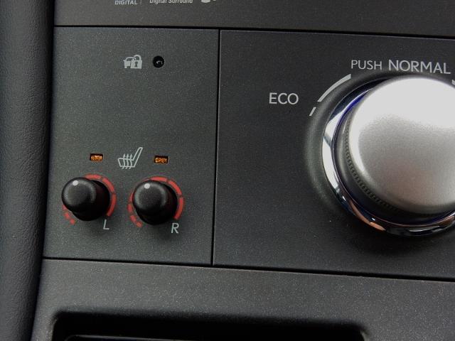フロントシートは、エアコンよりも素早く体を芯から温めてくれるシートヒーター装備です。