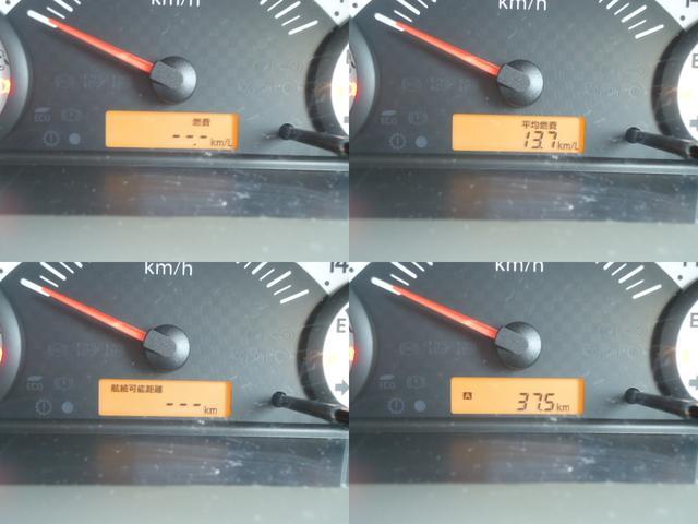 燃費計や航続可能距離計を備えたマルチインフォメーションディスプレイ付き!