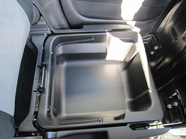 ★大好評!座面を持ち上げると、取っ手のついた助手席シートアンダーボックスがあり、そのまま持ち出せるようになっています★