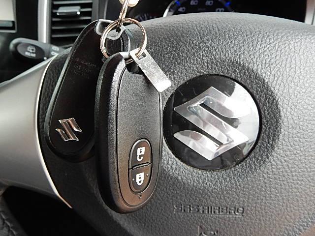 鍵はインテリキータイプですので、イグニッションに鍵を差し込まなくても携帯していればエンジンをスタートできます!
