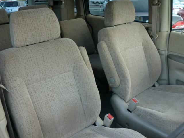 肘掛け付きフロントシート