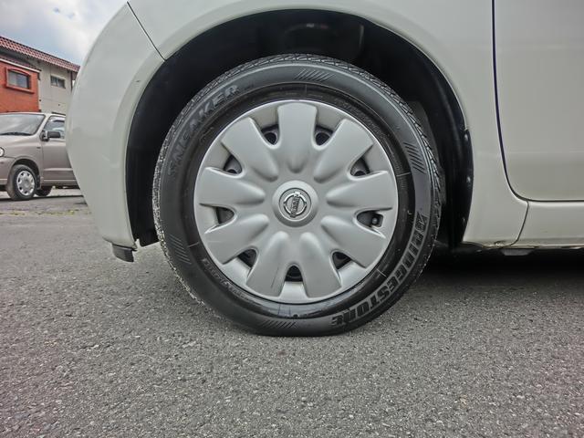 純正状態を保って乗られてた所が、車の使われてきた状況が想像できます。フロントタイヤの方が溝が少ないので、タイヤローテーションをサービスいたします。