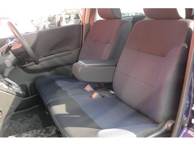また、外装の磨き作業、内装のクリーニングもしております!お客様に気持ちよくお車を見ていただきたいので、いつもピカピカの状態を保つように心がけております!