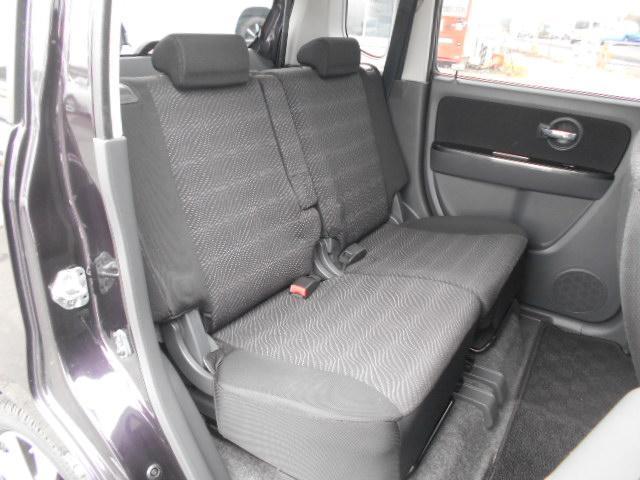 後部座席もゆったりとした空間になっております
