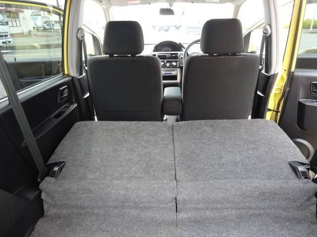 リヤシートを倒せば、長い荷物も積載できます!