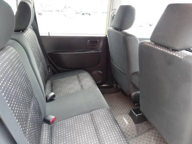 内装基調色をブラックとし、シートやトリムにはブラック地にシルバーブルーのアクセントカラーを配した専用生地!