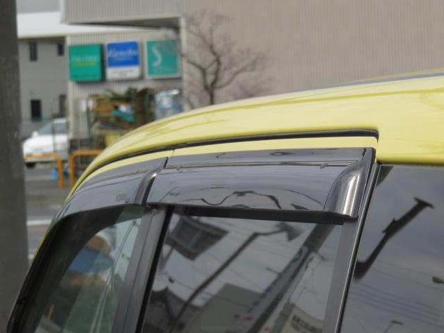 小雨時でも窓を少し開けて、車内の換気ができます♪