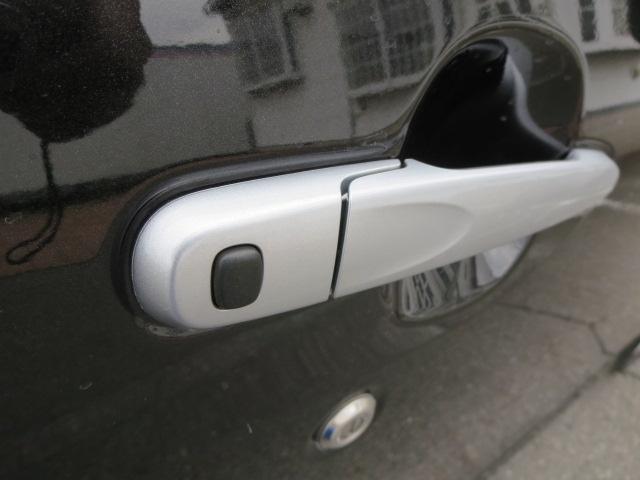 キーフリー携行時はこのリクエストスイッチを押せば鍵の開閉が出来るんです。勿論、キーレスとしても使えます♪