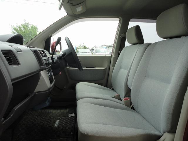 ベンチシートなので運転席広々、助手席も広々!