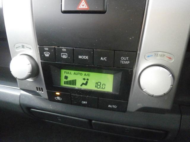温度設定だけでOKのオートエアコンで一年中快適なドライブを!