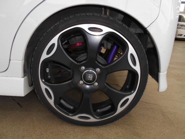 社外17AW!タイヤの溝も十分あります。