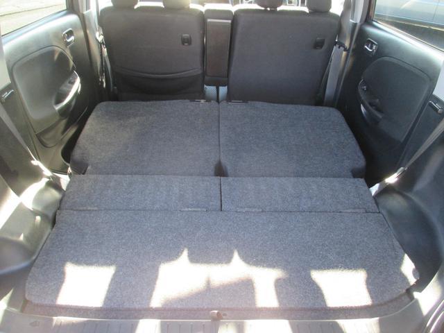 後ろの席を全部倒すと、この広さです!収納もたくさんでき、とても便利です!!