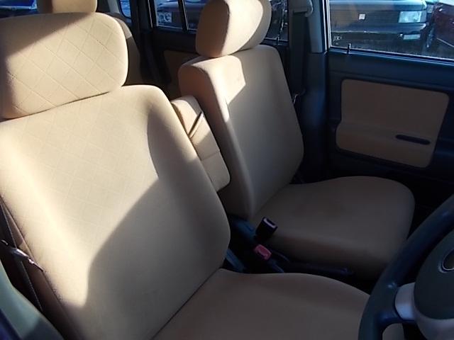 肘掛けベンチシートで運転楽々!!
