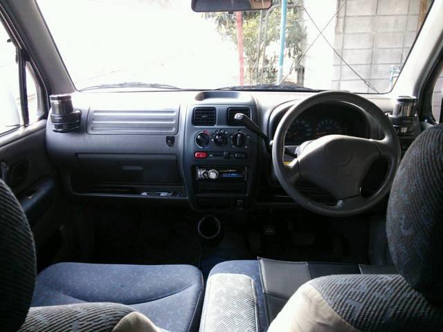 運転席シートにタバコの焦げ跡がありますが、それ以外はクッションもしっかりしていて、とても状態の良いシートです。