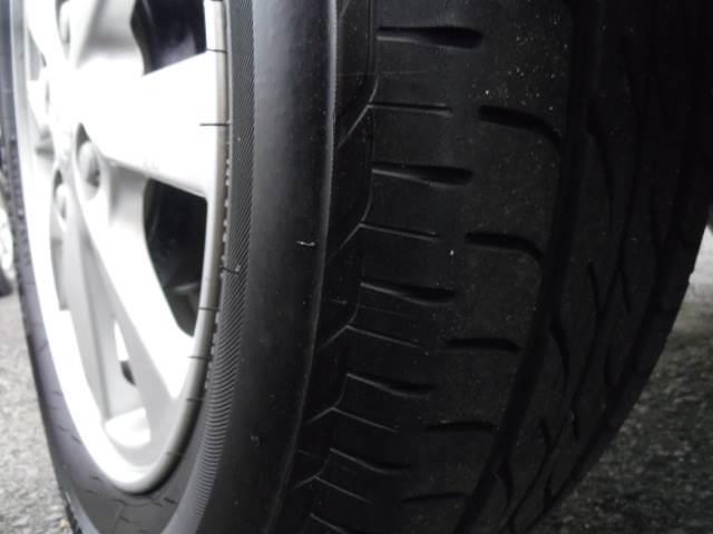 タイヤ溝ありますよ