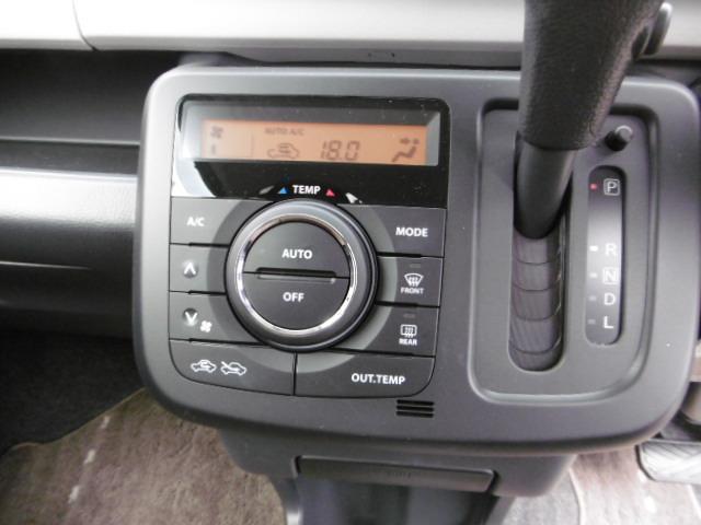 オートエアコン搭載で 温度調節や風量調節は自動で調節することが出来ます また 手動で調節することもできますので 好みに合わせた温度設定が出来ます
