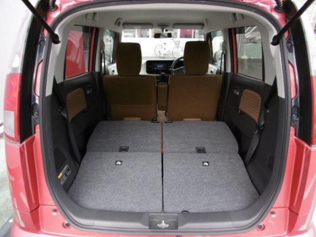 リヤシートを全て収納すれば驚きの広さ。さらに助手席も倒すと長いものも積み易くなります!