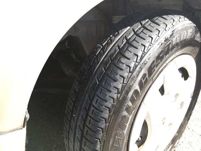 タイヤは4本とも14年製造タイヤです。ヤマもまだまだございます。