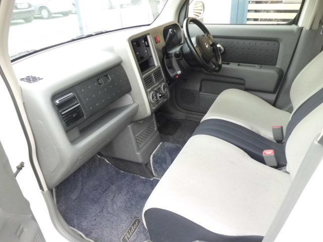 大切なパートナーを乗せる助手席も運転席同様広々としております!シートコンディションも良好です!ベンチシートになります♪