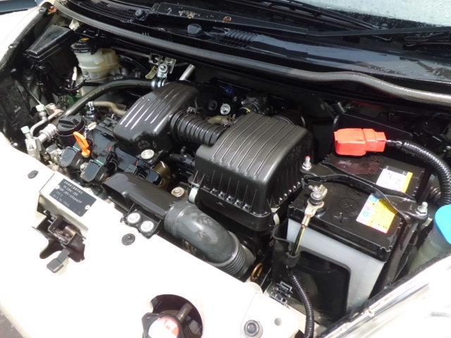 エンジンルームもご覧の通りとてもキレイな状態です♪エンジンの吹け上がり&ミッションの変則共に機関良好です♪安心一か月1000キロ保証付♪