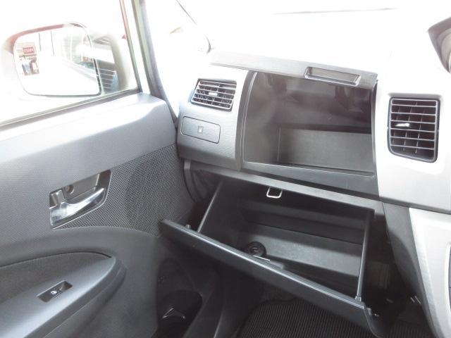 助手席のアッパー&グロウーボックスで車検証などの収納ができます。