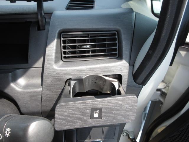運転席のドリンクホルダーを装備されています。