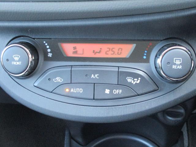 オートエアコンを採用しています。トヨタのオートエアコンは温度設定が0.5度刻みに設定が出来ますので、快適な車内空間を演出できます!