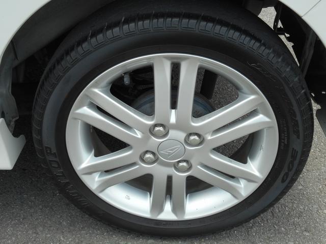 純正アルミホイールは、車とのバランスが良く、ハンドリングの軽減や燃費の向上に繋がります♪