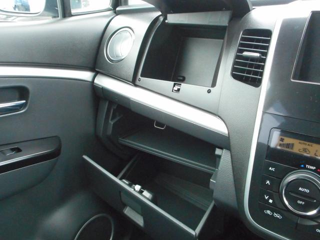 助手席アッパーボックス&グローボックス☆グローボックスは大型なので大切な車検証がシッカリと収納出来ます♪