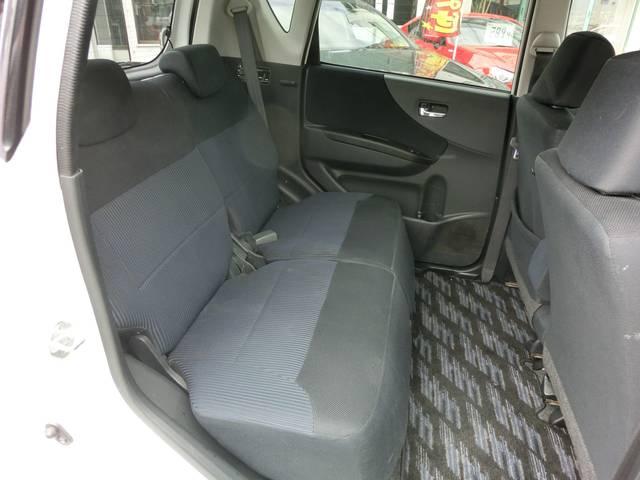 後席両側ドアにドアポケット&ボトルホルダーがあるので快適!