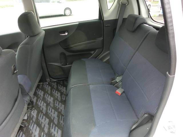 後席の床面フラットなので開放的でゆったりなレッグスペース!!!