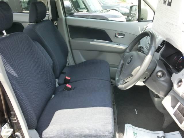 体格に合わせてシート&ステアリングの位置が変えられる!