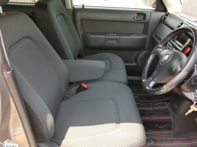 運転席&助手席もベンチシートなのでゆったりと楽しくドライブできます!