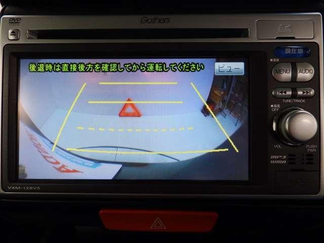 ガイドライン表示のリアカメラが,苦手な後退駐車をアシストします。 ※ 直接後方確認もお忘れなく。