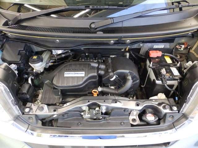 ただ燃費を伸ばすだけではなく。パワーを落とさず、低燃費に!ホンダの技術が詰まったエンジンルームも綺麗です。