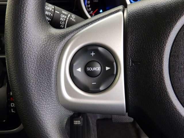 オーディオリモートコントロールスイッチでハンドルから手を放さずにオーディオ操作が可能です。