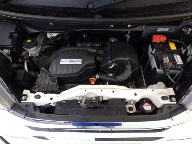 燃費、パワー、バランスのとれたエンジン。ホンダの技術が詰まったエンジンルームも綺麗です。