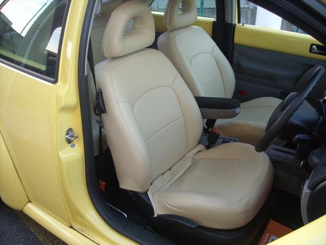 運転席シートになります。シートカバー付きで、綺麗な状態です。色もボディと相まっていい感じです!