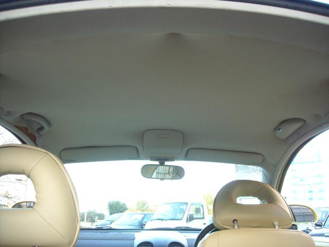 天井になります。嫌な汚れや臭いはありませんが、欧州車特有の破れがあります。もちろん、修復も相談に乗ります。