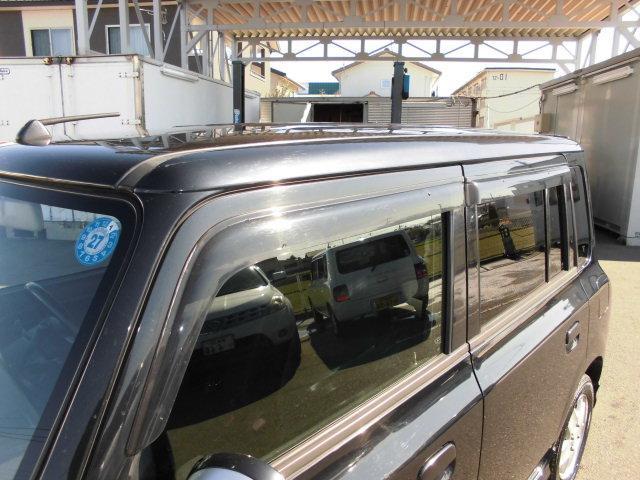 ★プライバシーガラス!外から車内を見えにくいので車内のプライバシーが守られます。また、日光を遮断するので車内の温度上昇を防ぎ、エアコンが利きやすくなります。またお肌の天敵、紫外線も通りにくいです♪