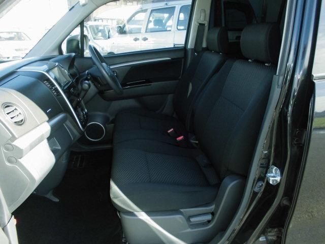 ベンチシートだから横の移動もラクラクできます。
