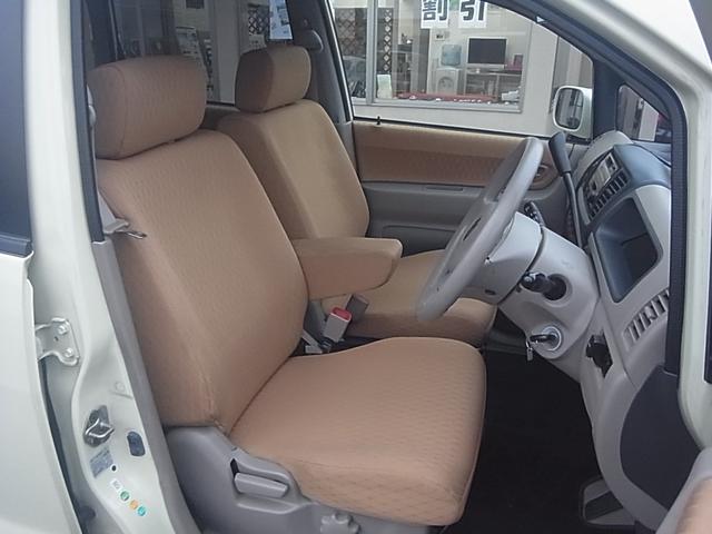 ゆったり座れるセパレートシート!大きなアームレストも魅力です♪