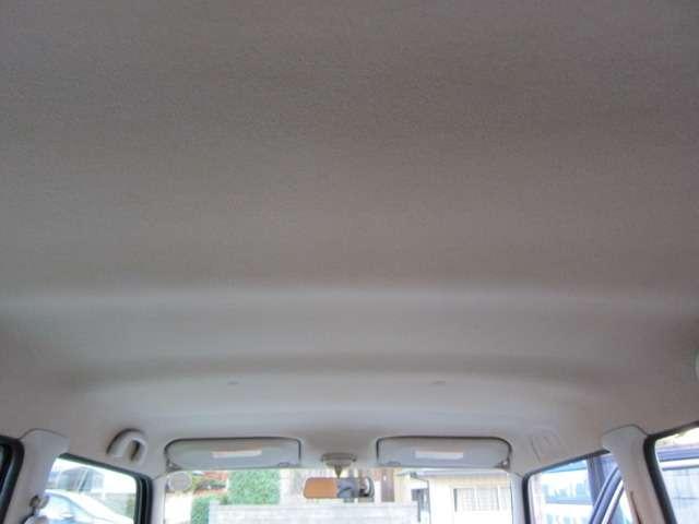 天井も目立つ汚れやしみは少ないです。