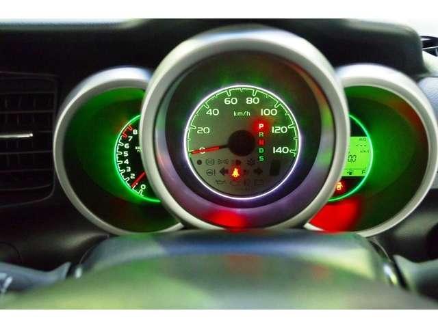 ガソリンの節約に エコインジケーター搭載の常時点灯メーターです