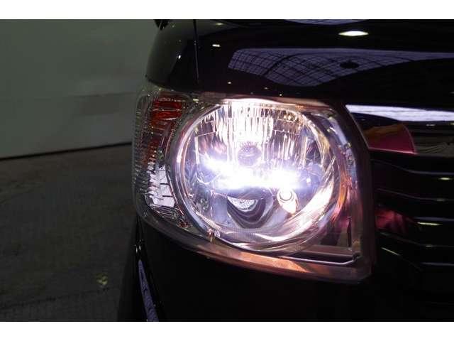 夜のドライブにたのもしいディスチャージヘッドライト暗くなると自動点燈オートライトコントロール機構付です