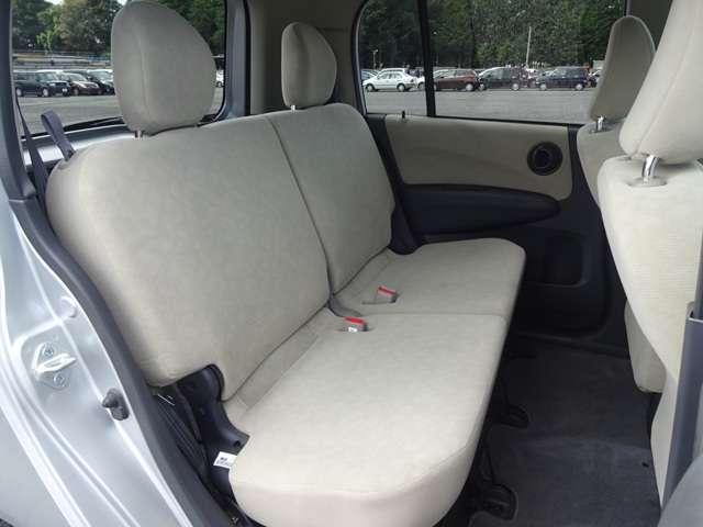 リヤシートは、シートの座面を考慮し、ゆとりある着座姿勢を保てるようにシートバックの角度を調節可能にしたシートにしています。長距離にも十分適してます。