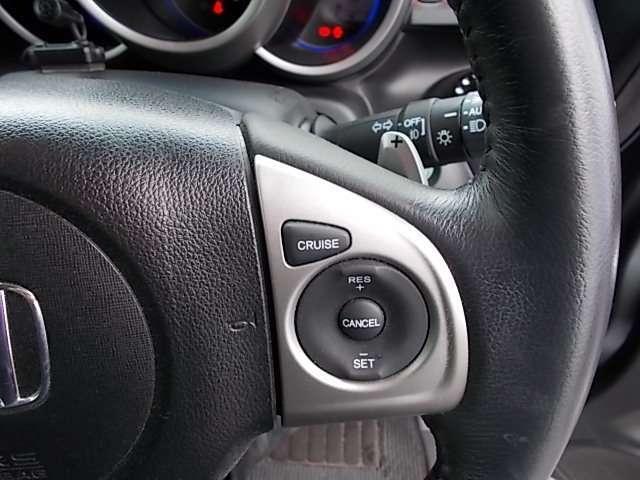 クルーズコントロール。  スイッチ操作のみで定速走行。高速道路などでの運転を快適に。