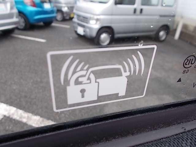 セキュリティーアラーム。  ロックされたドアを不正に解錠しようとすると、光や音で警告します。