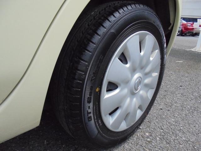 タイヤ2本は溝有りで7分山くらいです。もう2本はお早め交換の状態です!