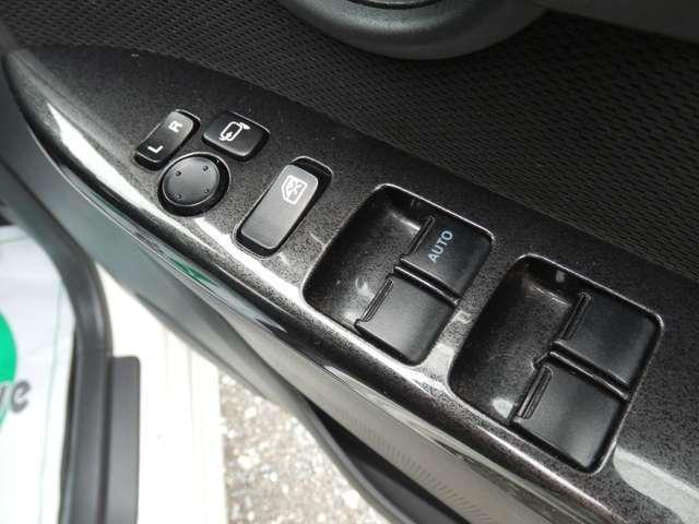 運転席側ドアのロック操作をするだけで、他のドアのロックも連動する機能です!お子様の安全を守ります